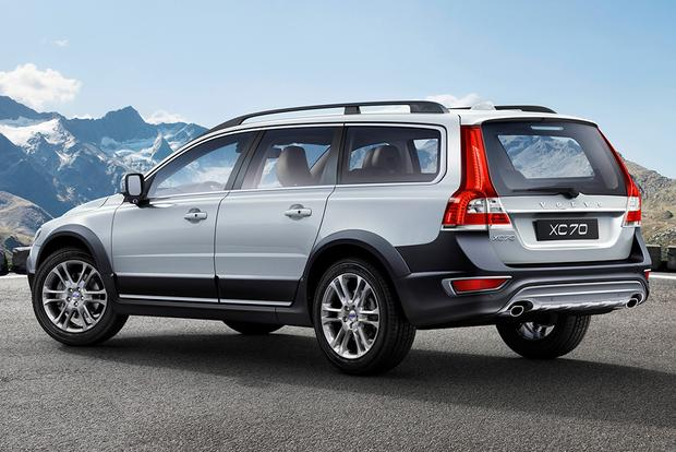 2015 Volvo XC70: New Car Review featured image large thumb1
