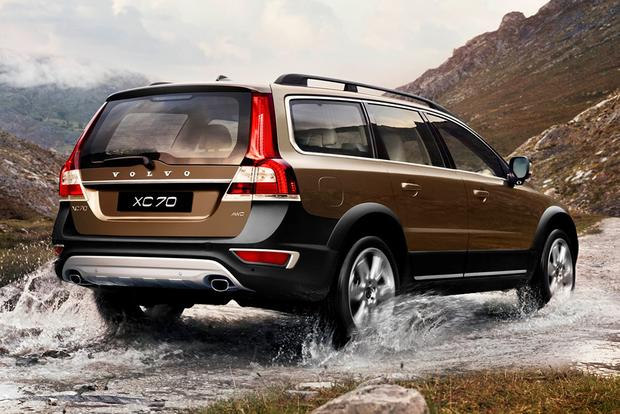 2015 Volvo XC70: New Car Review featured image large thumb3