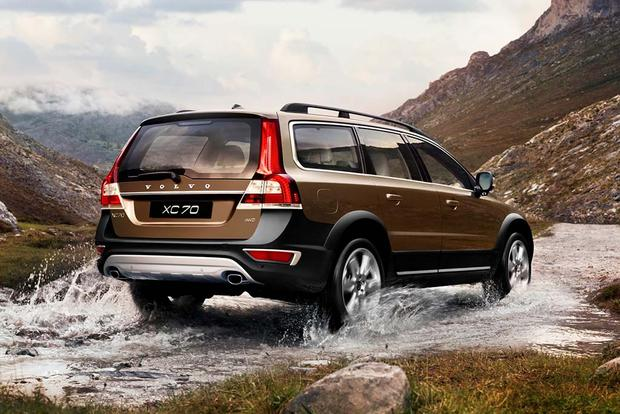 2016 Volvo XC70: New Car Review featured image large thumb2