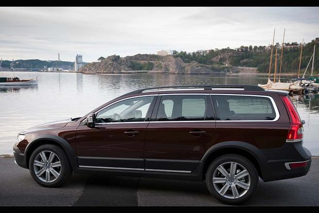 2016 Volvo XC70: New Car Review featured image large thumb5
