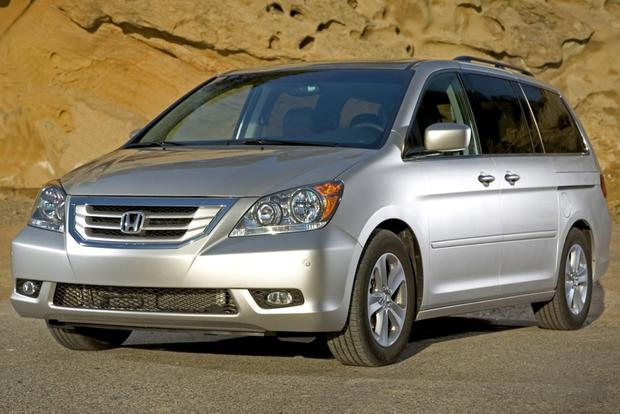 Top 7 Certified Minivans under $20,000 featured image large thumb2