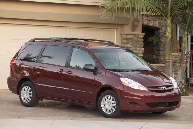 Top 7 Certified Minivans under $20,000 featured image large thumb5