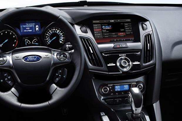 Best Used Luxury Car Under 30000 >> Top 6 Cars with Infotainment under $30,000 - Autotrader