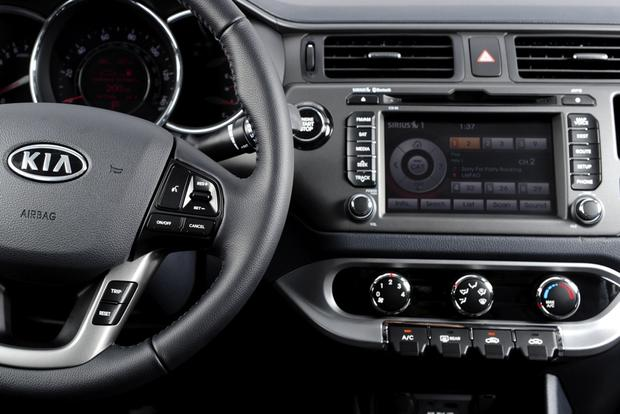 Top 6 Cars with Infotainment under $30,000 featured image large thumb4