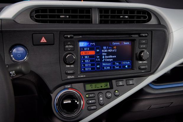 Top 6 Cars with Infotainment under $30,000 featured image large thumb6