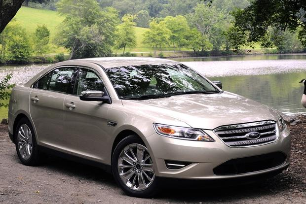 Fuel-Efficient Large Sedans for $20,000 featured image large thumb2