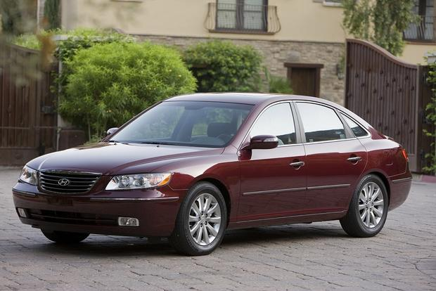 Fuel-Efficient Large Sedans for $20,000 featured image large thumb3