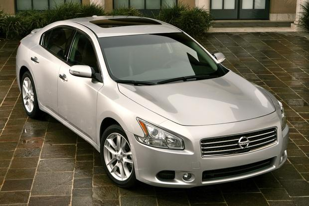 Fuel-Efficient Large Sedans for $20,000 featured image large thumb4