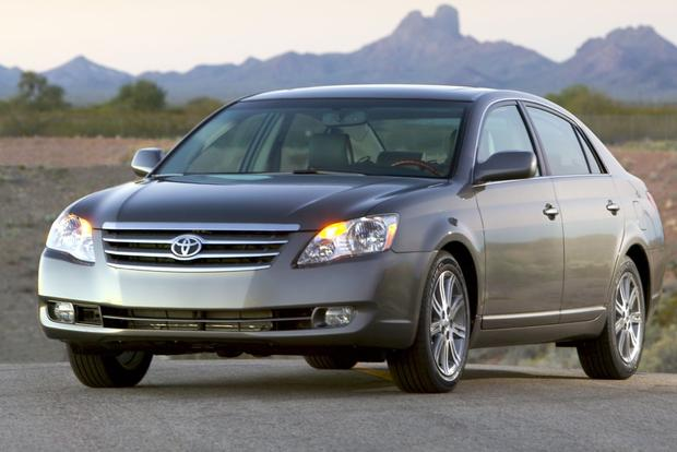 Fuel-Efficient Large Sedans for $20,000 featured image large thumb5