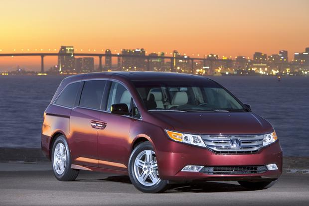 Minivan Deals: October 2012 featured image large thumb2