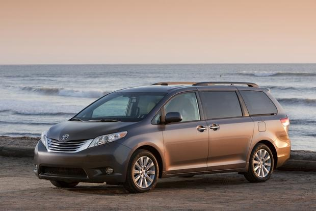 Minivan Deals: October 2012 featured image large thumb4