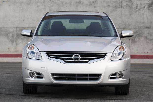 2013 Nissan Altima: New vs. Old featured image large thumb1