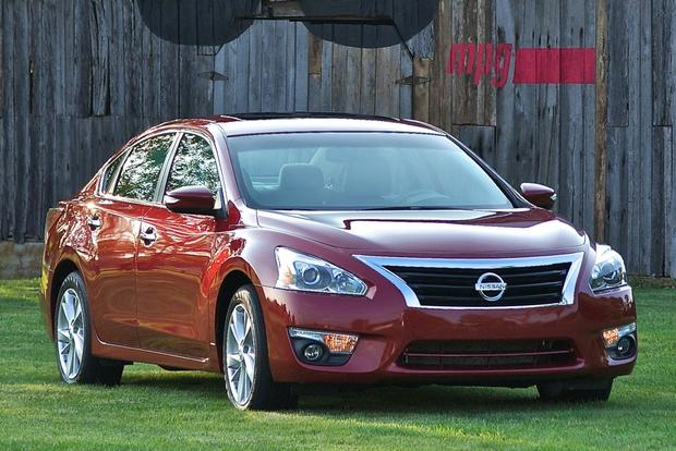 2013 Nissan Altima: New vs. Old featured image large thumb2
