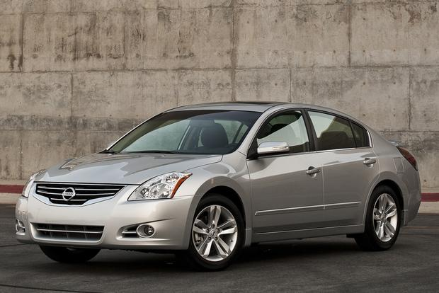 2013 Nissan Altima: New vs. Old featured image large thumb3