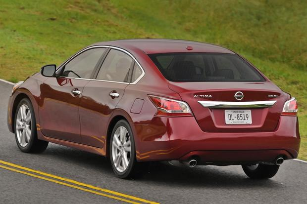 2013 Nissan Altima: New vs. Old featured image large thumb4