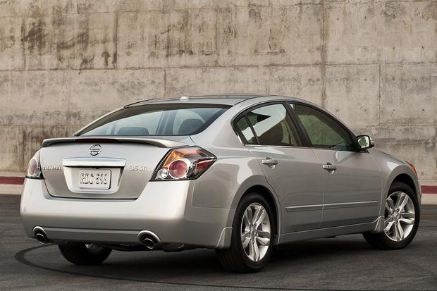 2013 Nissan Altima: New vs. Old featured image large thumb5