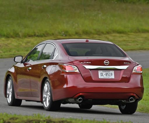 2013 Nissan Altima: New vs. Old featured image large thumb6