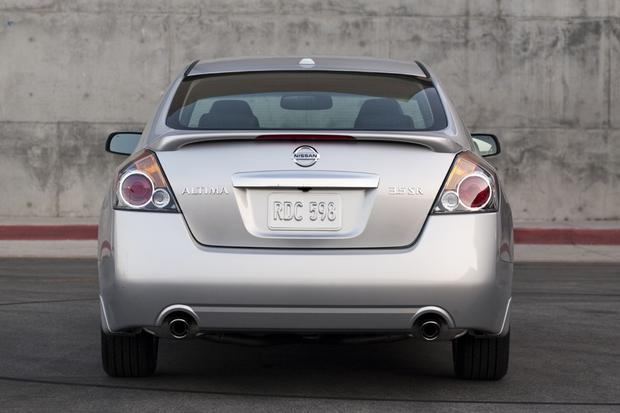 2013 Nissan Altima: New vs. Old featured image large thumb7