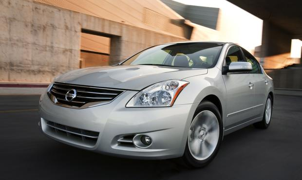 2013 Nissan Altima: New vs. Old featured image large thumb13