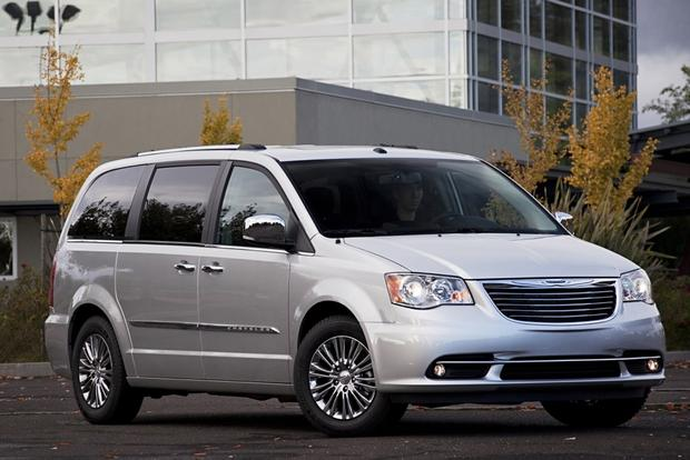 Minivan Deals: December 2012 featured image large thumb0