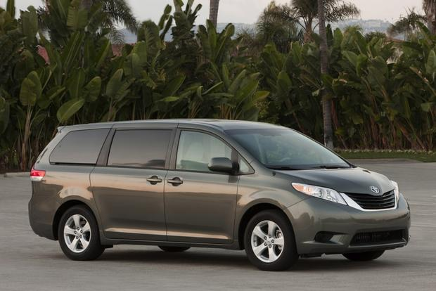 Minivan Deals: December 2012 featured image large thumb4