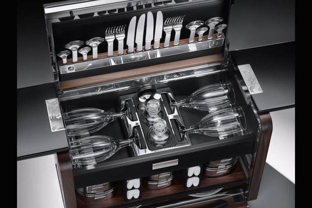Rolls-Royce Has Released a Limited Edition Picnic Basket featured image large thumb1
