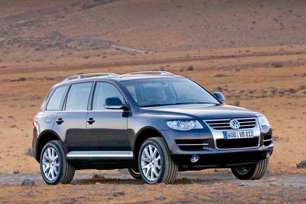 Remember When Volkswagen Sold a Midsize SUV With a V10? featured image large thumb0