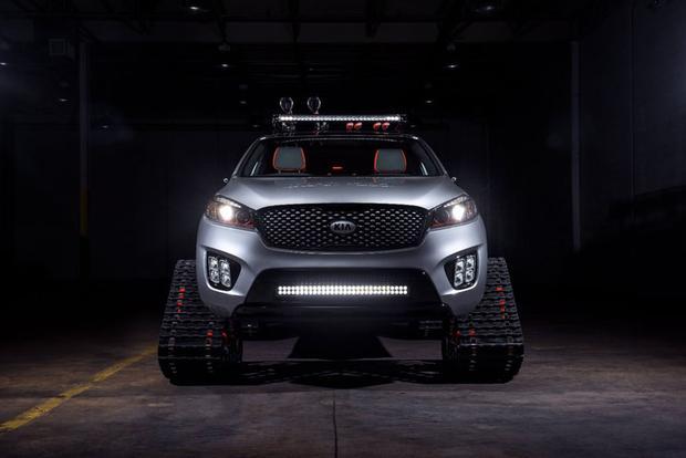 Autonomous Kia Sorento Shows Up With Tank Treads at SEMA Show featured image large thumb1