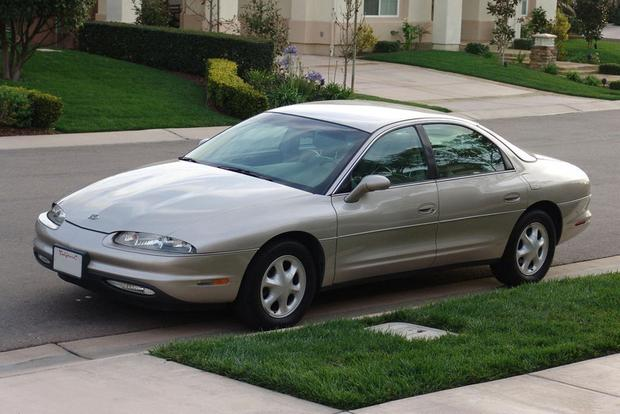 The Oldsmobile Aurora: When Oldsmobile Tried to Stand Out featured image large thumb0