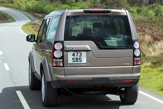 The Land Rover Discovery's Rear End Is Bizarrely Asymmetrical featured image large thumb1