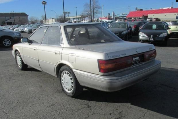 The Original Lexus ES 250 Was a Thinly Disguised Toyota Camry featured image large thumb0