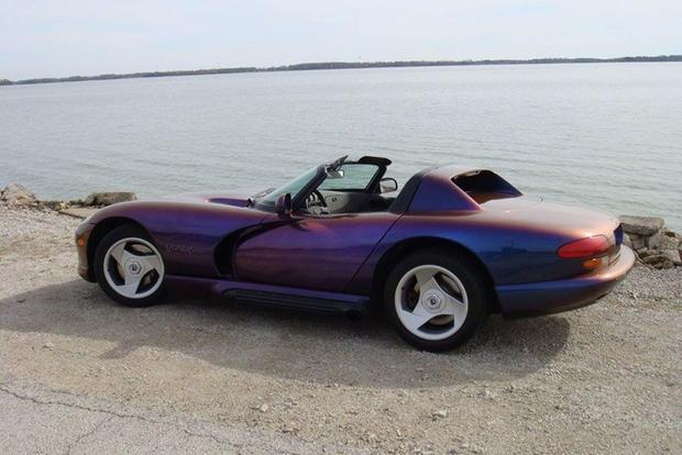 Here Are the Cheapest Dodge Vipers Listed for Sale on Autotrader featured image large thumb2