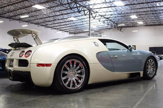 There's a Bugatti Veyron on Autotrader for $1.1 Million featured image large thumb1