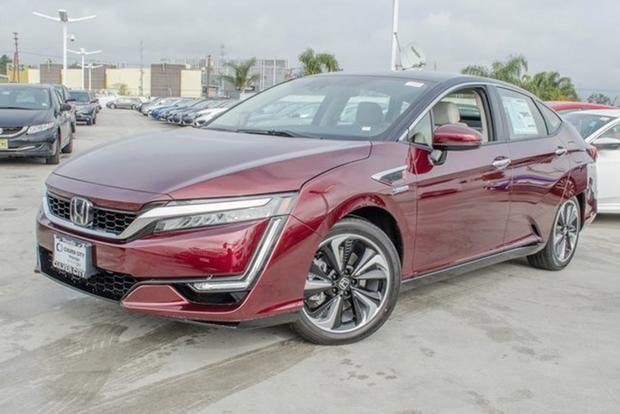 Autotrader Find: Brand-New 2017 Honda Clarity featured image large thumb0