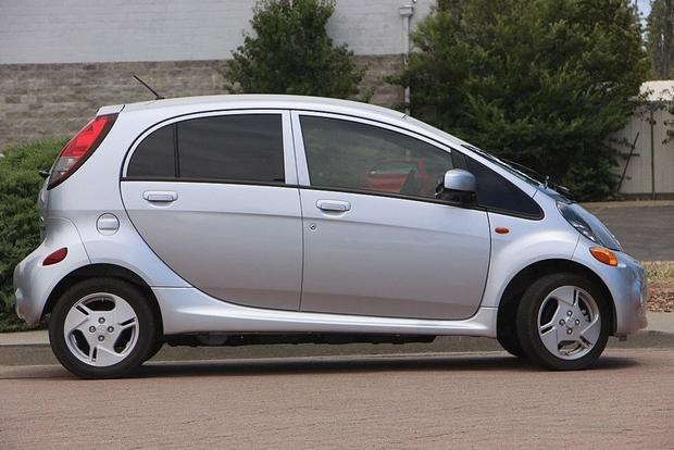 Autotrader Find: 2012 Mitsubishi i-MiEV for Just $5,499 featured image large thumb2