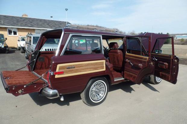 Autotrader Find: Mint Jeep Grand Wagoneer … for $50,000 featured image large thumb1