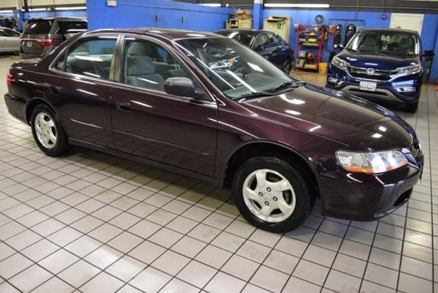 Autotrader Find: This Is the Nicest 1998 Honda Accord Left (and It's a Manual!) featured image large thumb0