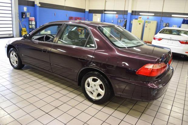 Autotrader Find: This Is the Nicest 1998 Honda Accord Left (and It's a Manual!) featured image large thumb1