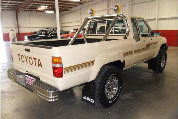 Autotrader Find: Mint, Restored 1986 Toyota Pickup featured image large thumb2