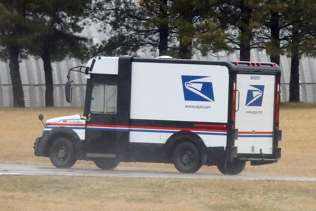 Here's a Spy Shot of the New U.S. Postal Service Van featured image large thumb1