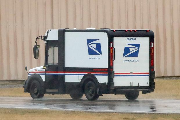 Here's a Spy Shot of the New U.S. Postal Service Van featured image large thumb3