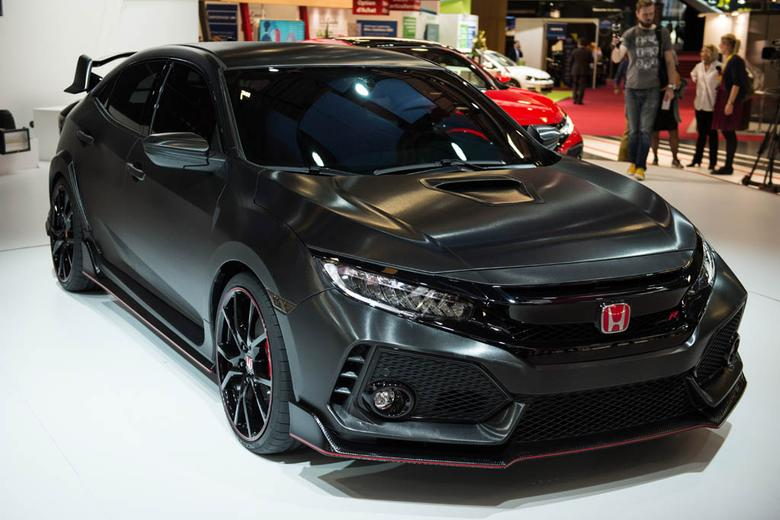 2017 honda civic type r paris auto show video autotrader. Black Bedroom Furniture Sets. Home Design Ideas