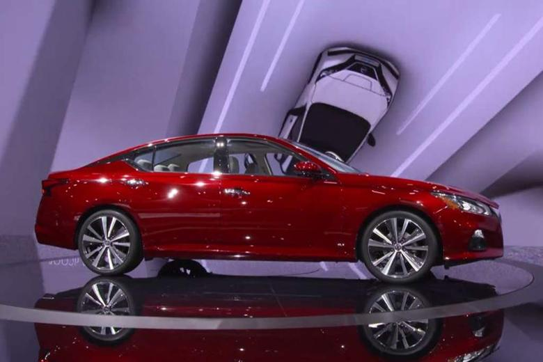 Video Nissan Altima New York Auto Show Autotrader - Auto show car sales