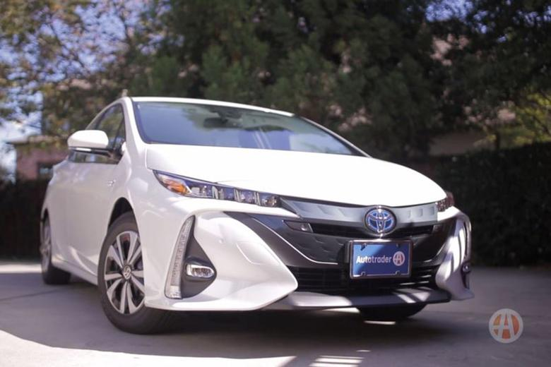 video 2018 toyota prius prime new car technology autotrader. Black Bedroom Furniture Sets. Home Design Ideas